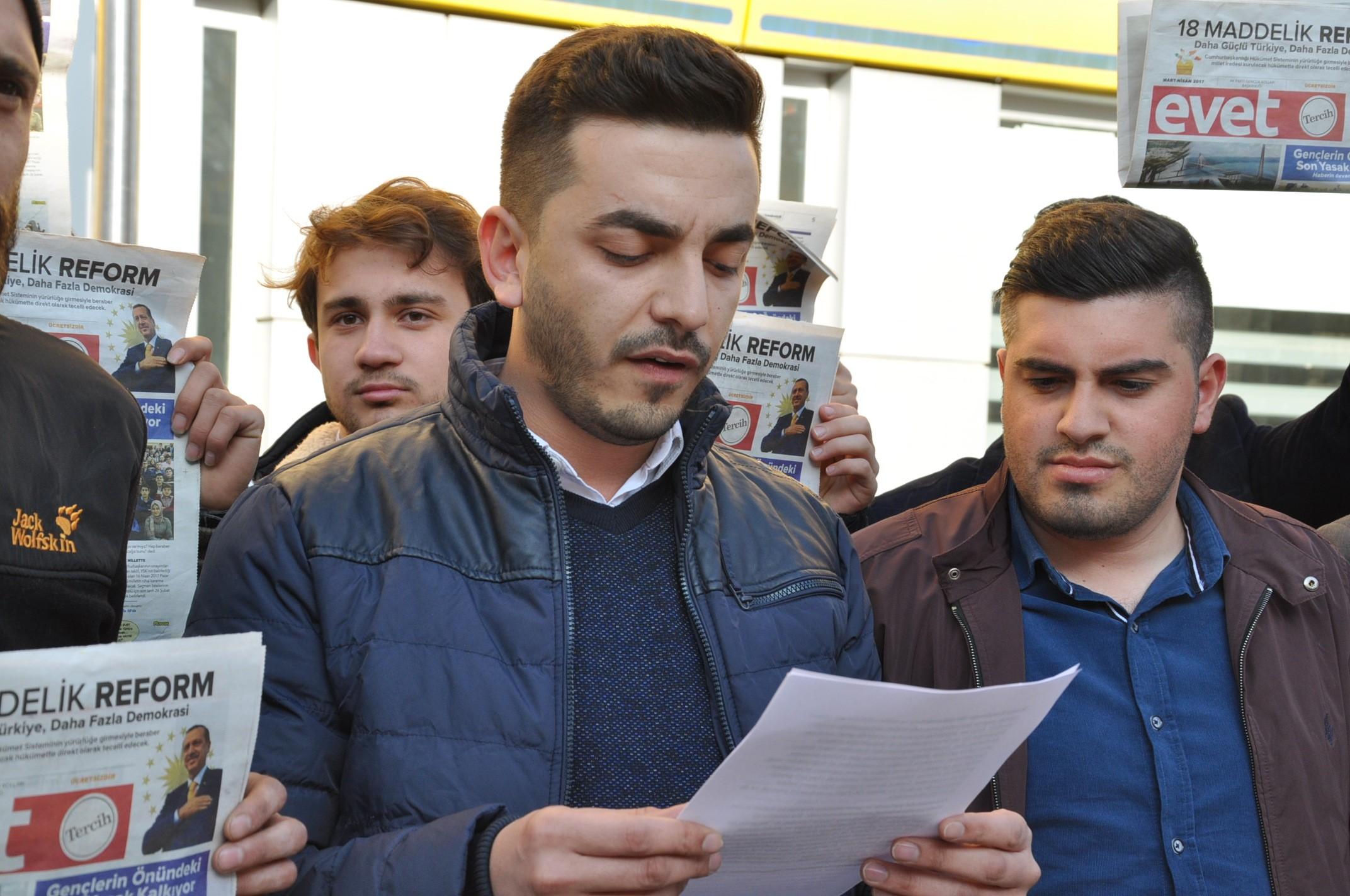 ak-gencler-kilicdarogluna-evet-gazetesi-gonderdi-(2).jpg