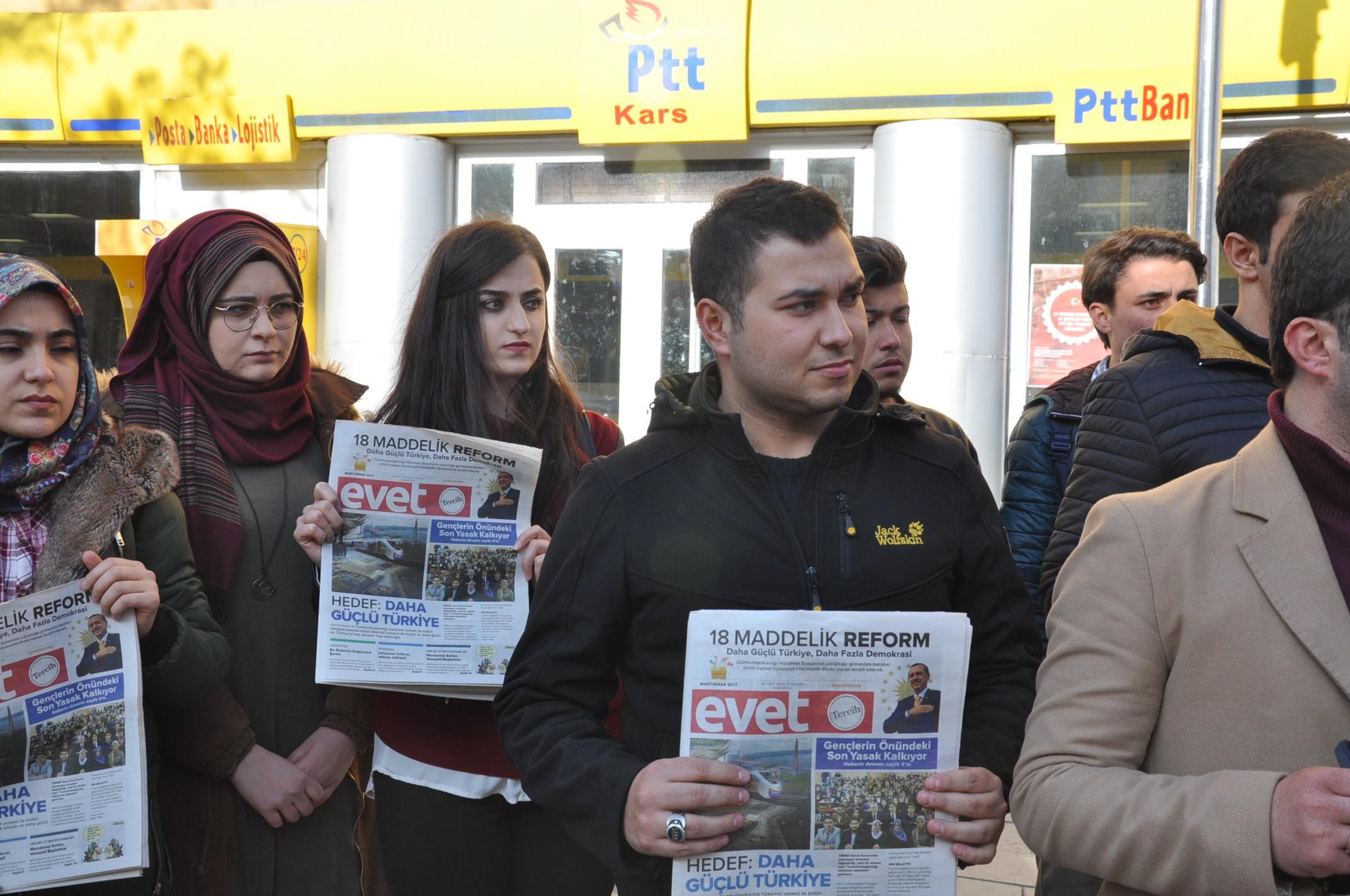 ak-gencler-kilicdarogluna-evet-gazetesi-gonderdi-(3).jpg