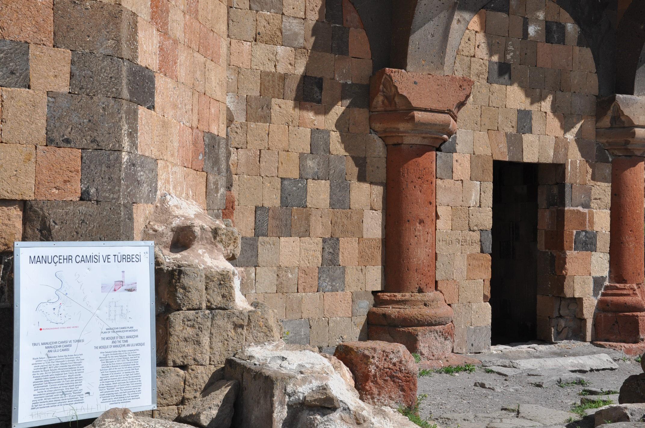 anadolu'daki-ilk-turk-camisi-ebul-menucehr-(2).jpg
