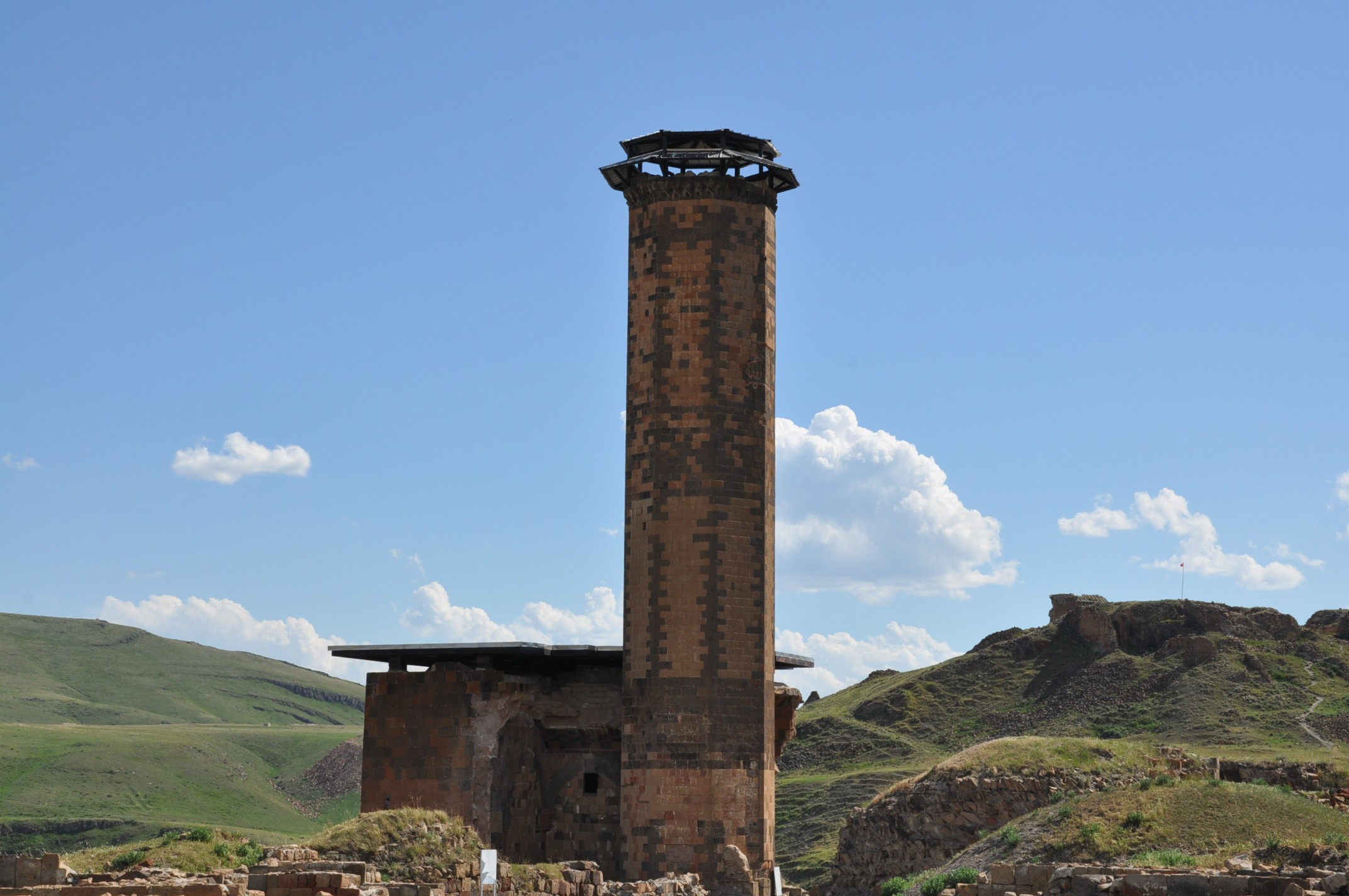 anadolu'daki-ilk-turk-camisi-ebul-menucehr-(3).jpg