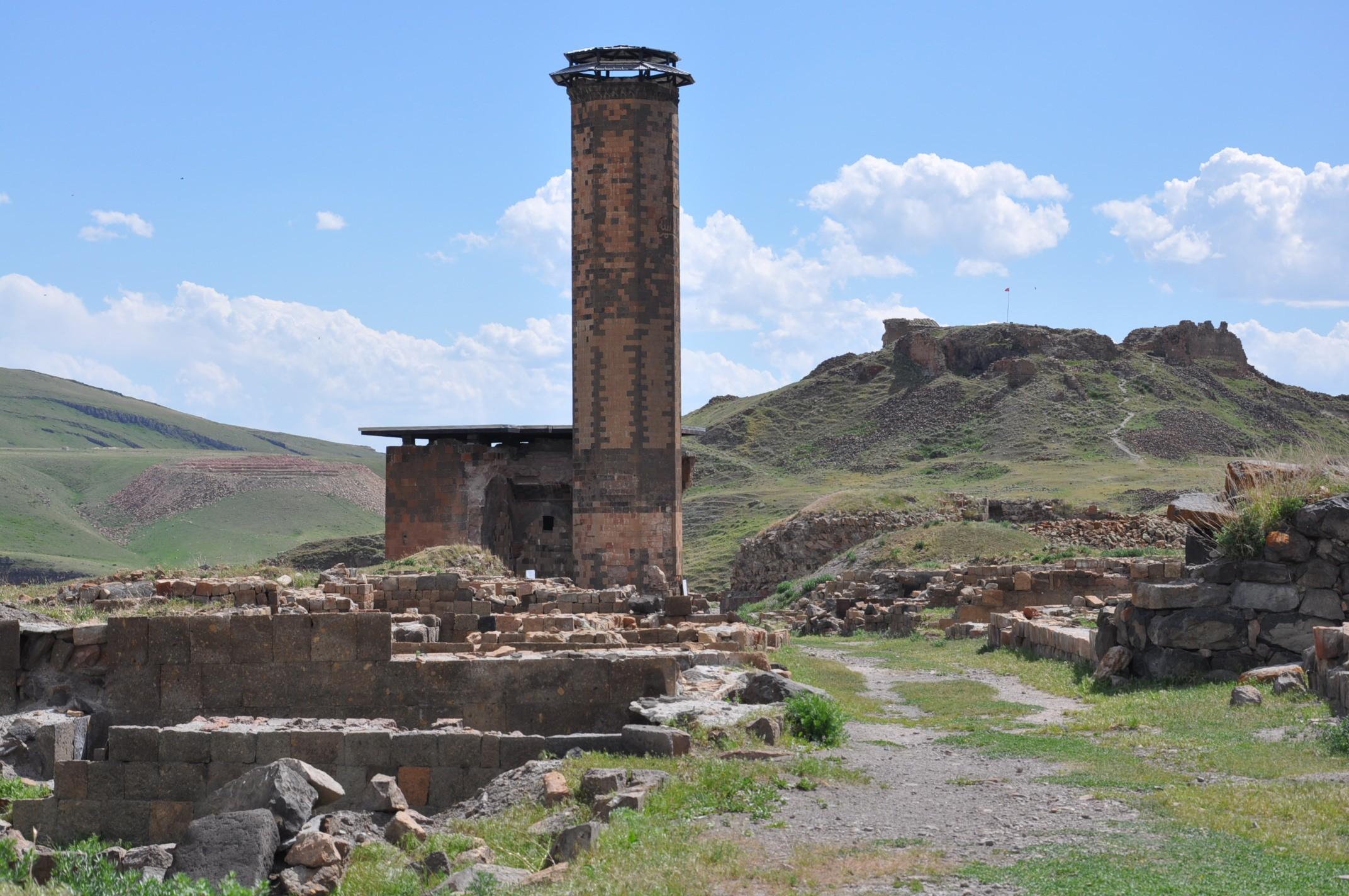 anadolu'daki-ilk-turk-camisi-ebul-menucehr-(4).jpg