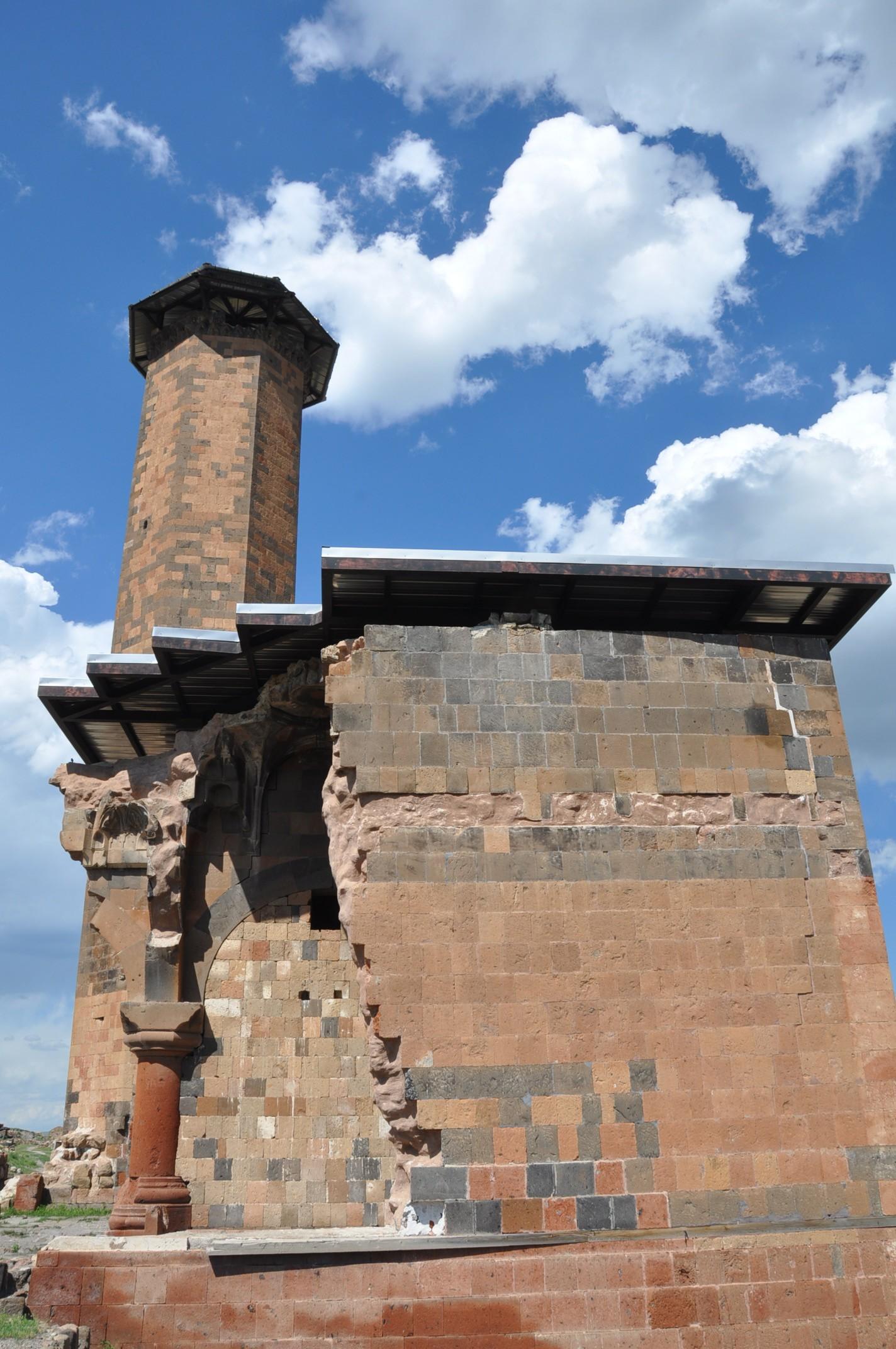 anadolu'daki-ilk-turk-camisi-ebul-menucehr-(6).jpg