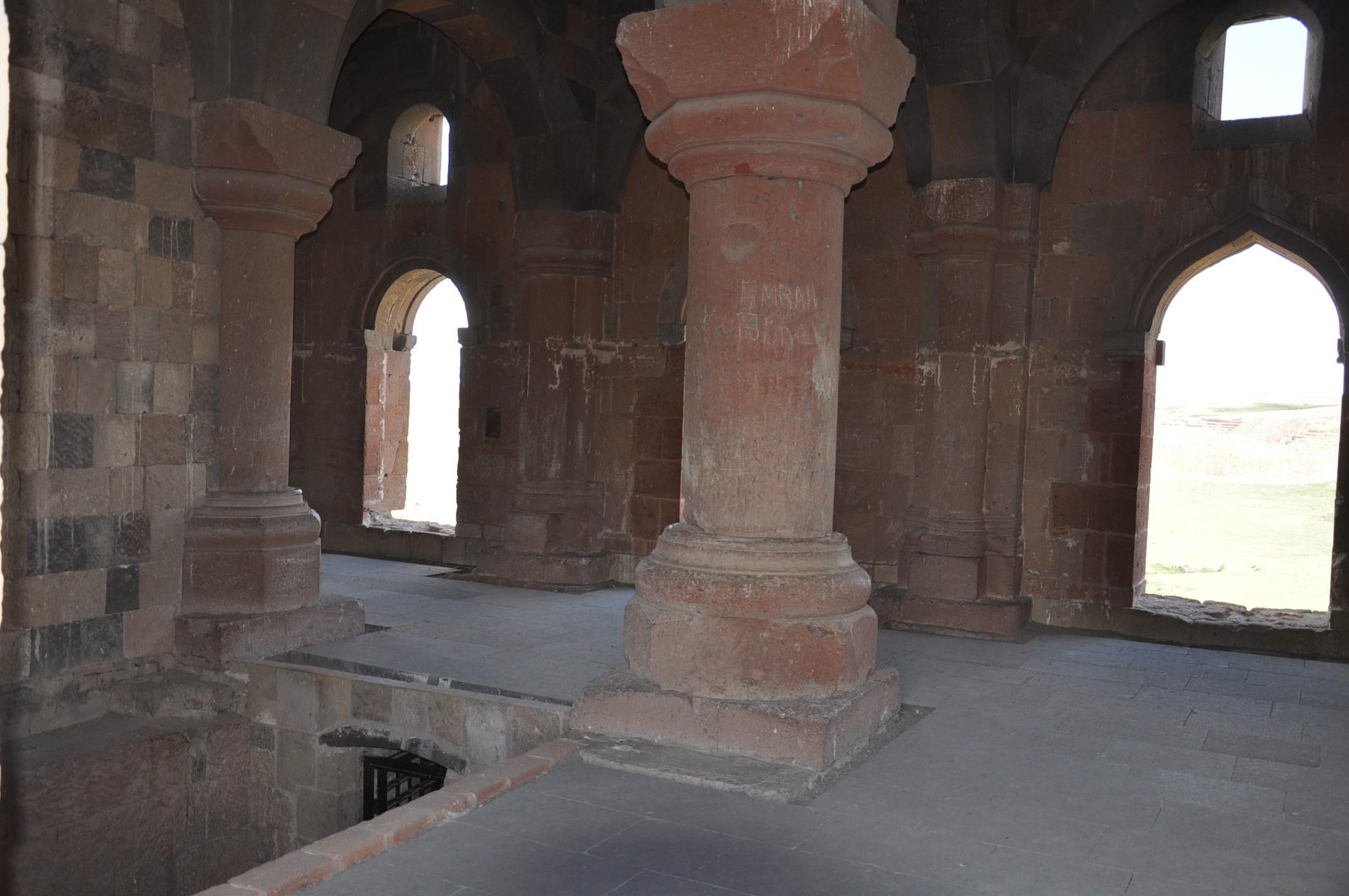 anadolu'daki-ilk-turk-camisi-ebul-menucehr-(7).jpg