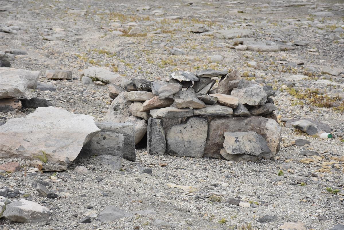 arpacay-barajinda-su-seviyesinin-dusmesiyle-urartu-mezarligi-ortaya-cikti-(3).jpg