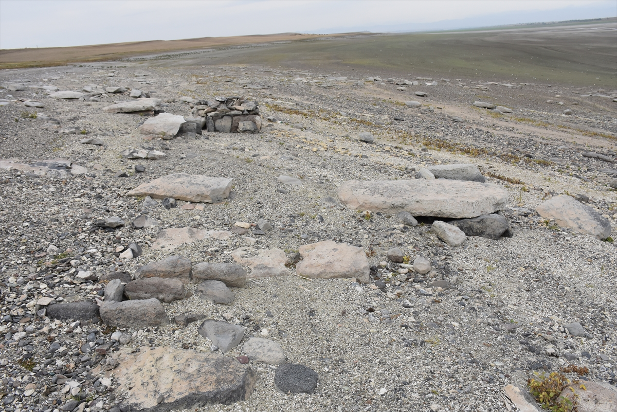 arpacay-barajinda-su-seviyesinin-dusmesiyle-urartu-mezarligi-ortaya-cikti-(6).jpg