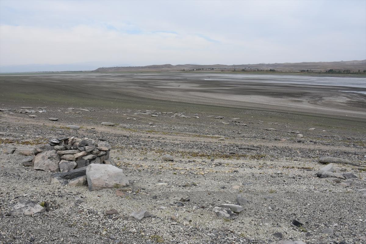 arpacay-barajinda-su-seviyesinin-dusmesiyle-urartu-mezarligi-ortaya-cikti-(7).jpg