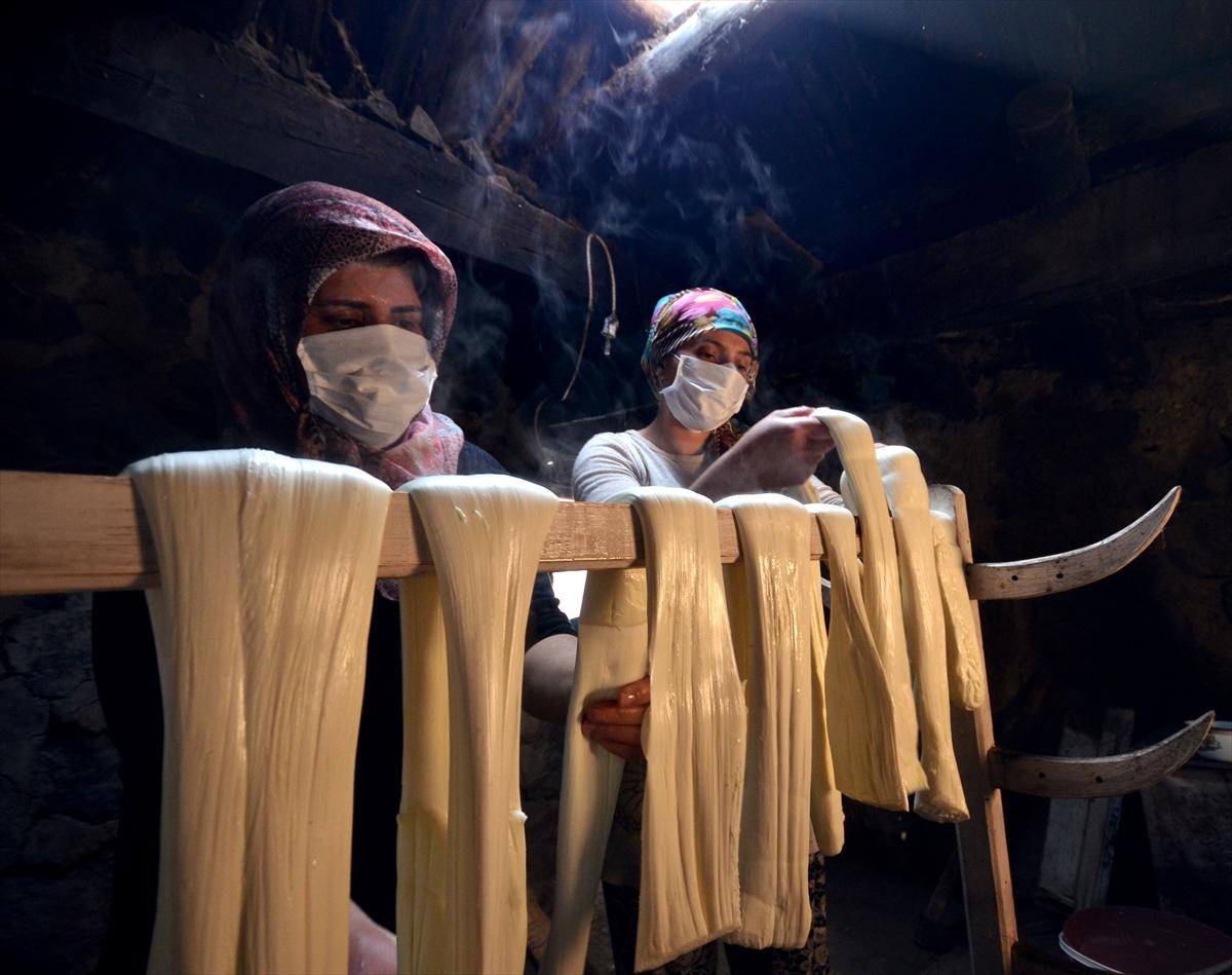 asirlik-lezzet-cecil-peyniri-icin-kazanlar-imece-usulu-yakiliyor-(3).jpg