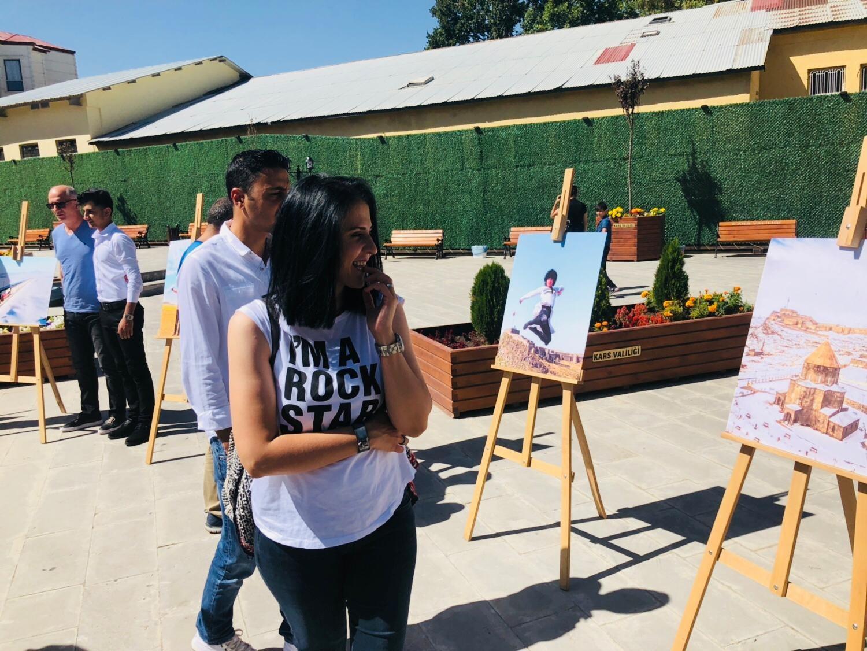 Katılımcı, bir serginin katılımcısıdır