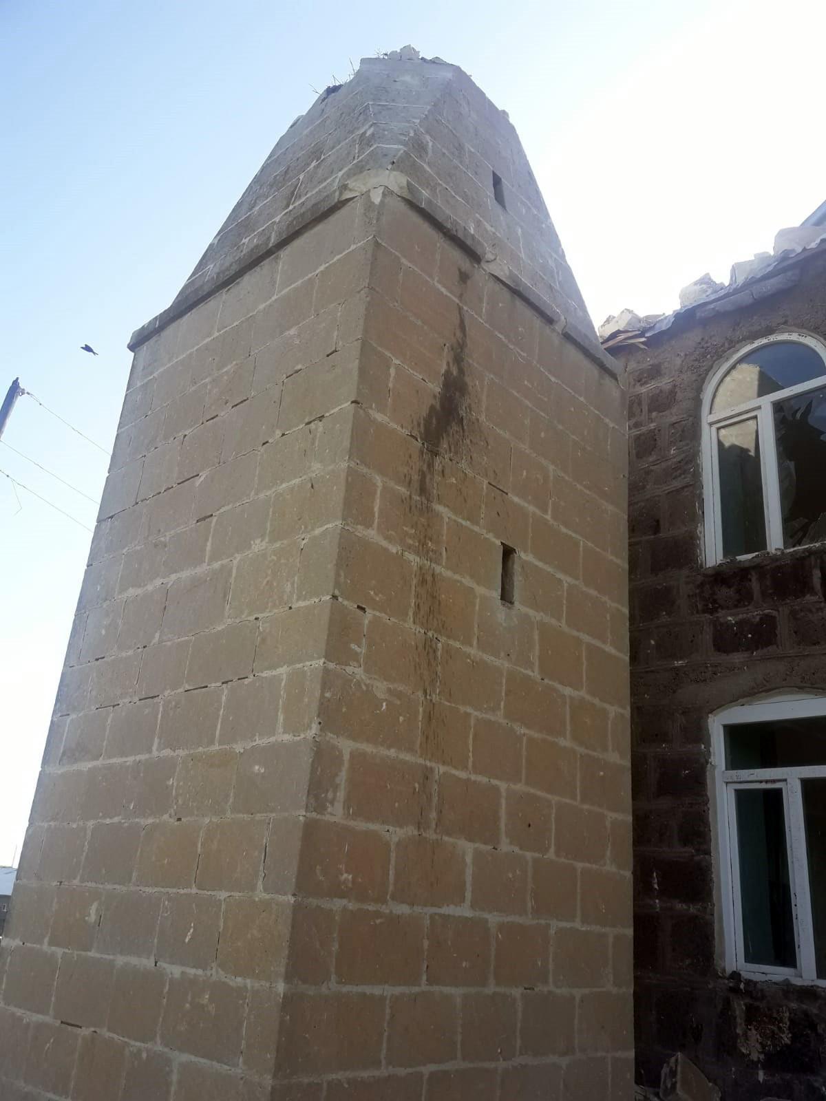 kars'ta-camiye-yildirim-dustu,-minare-yikildi-(1).jpg