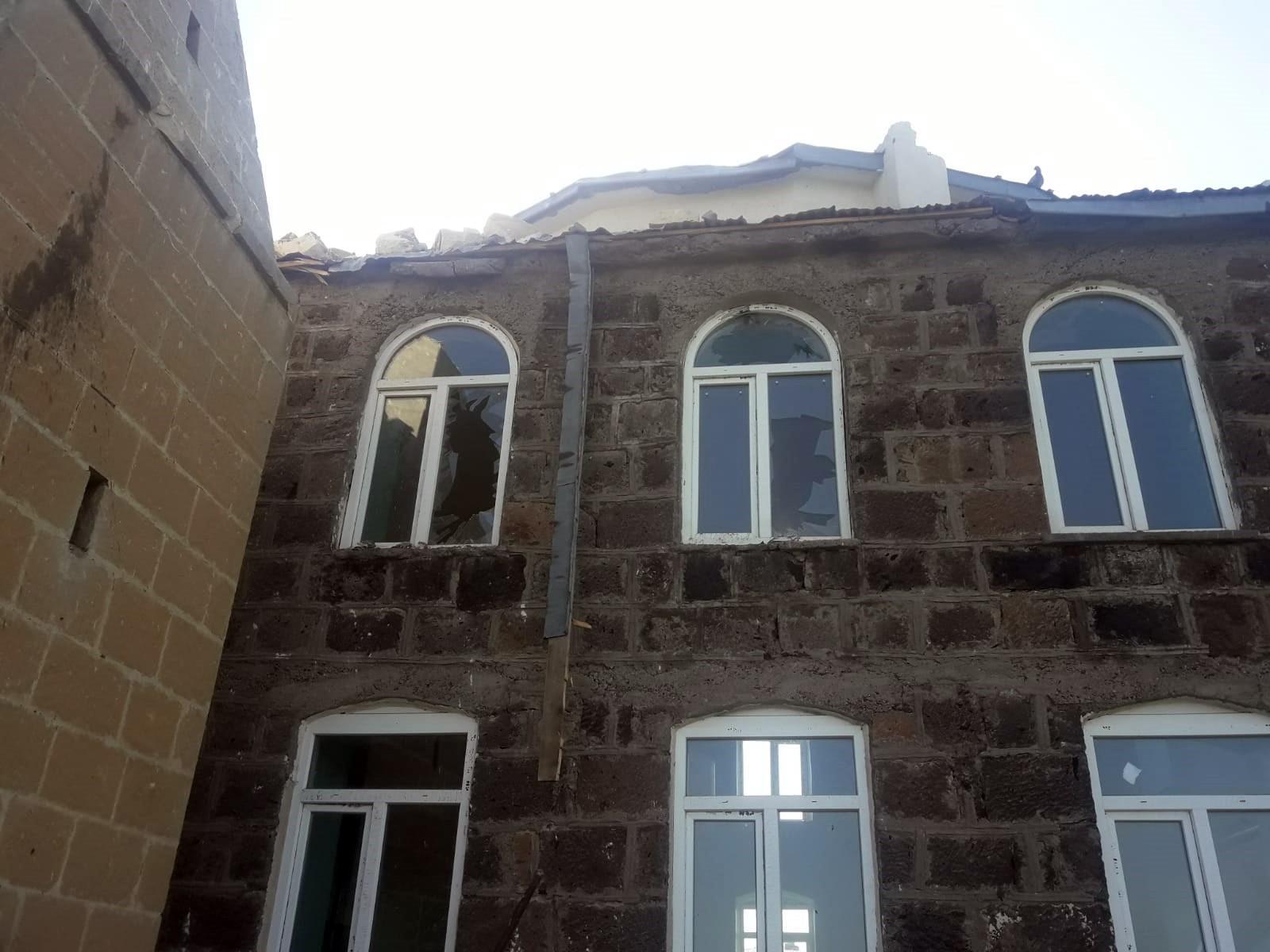 kars'ta-camiye-yildirim-dustu,-minare-yikildi-(2).jpg