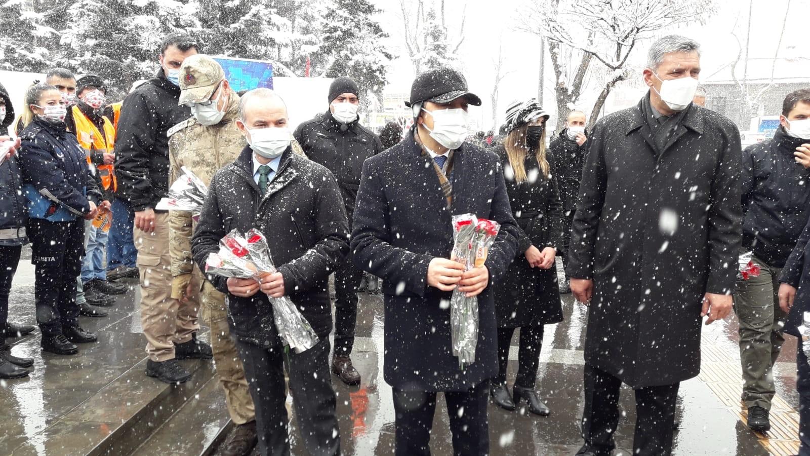 kars'ta-kadinlar-gunu-etkinligi-(2).jpg