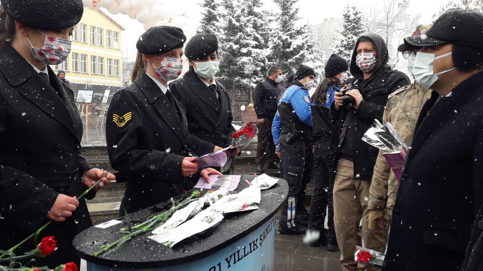 kars'ta-kadinlar-gunu-etkinligi-(3).jpg