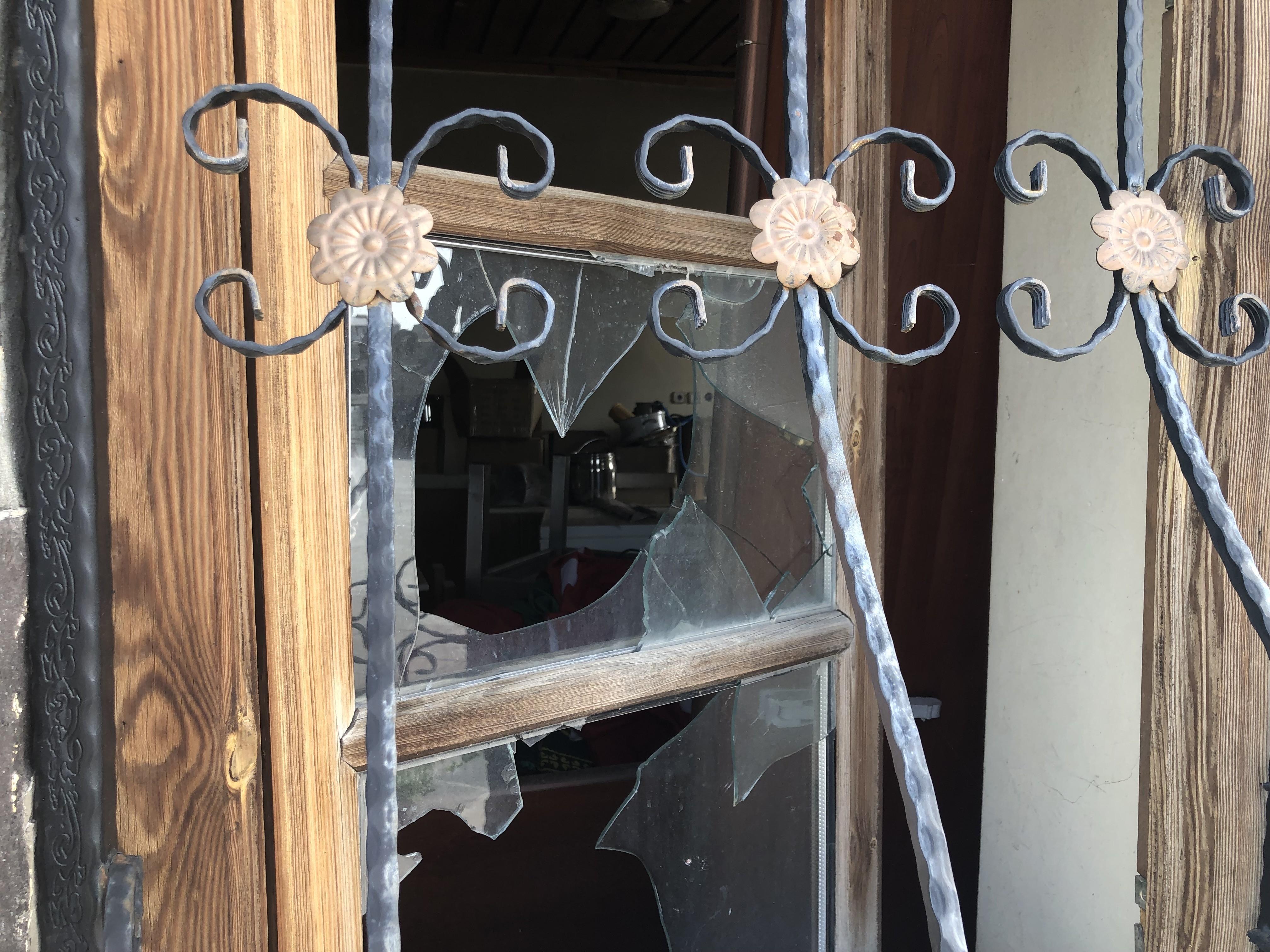 kars'ta-papaz'in-evi-kaderine-terk-edildi-(2).jpg