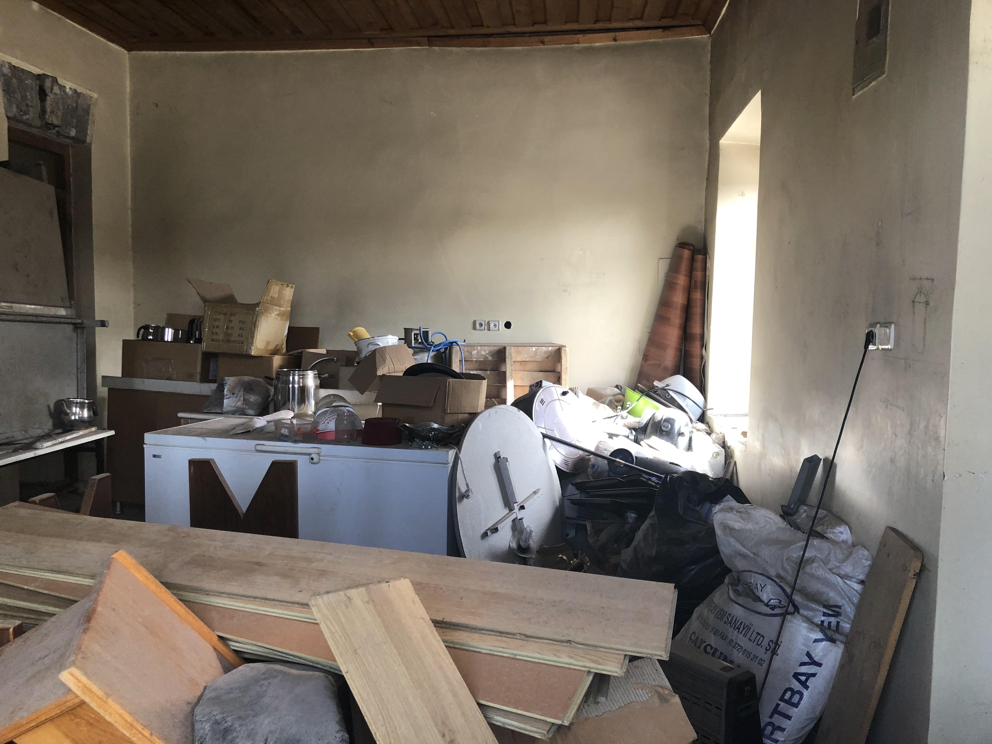 kars'ta-papaz'in-evi-kaderine-terk-edildi-(3).jpg