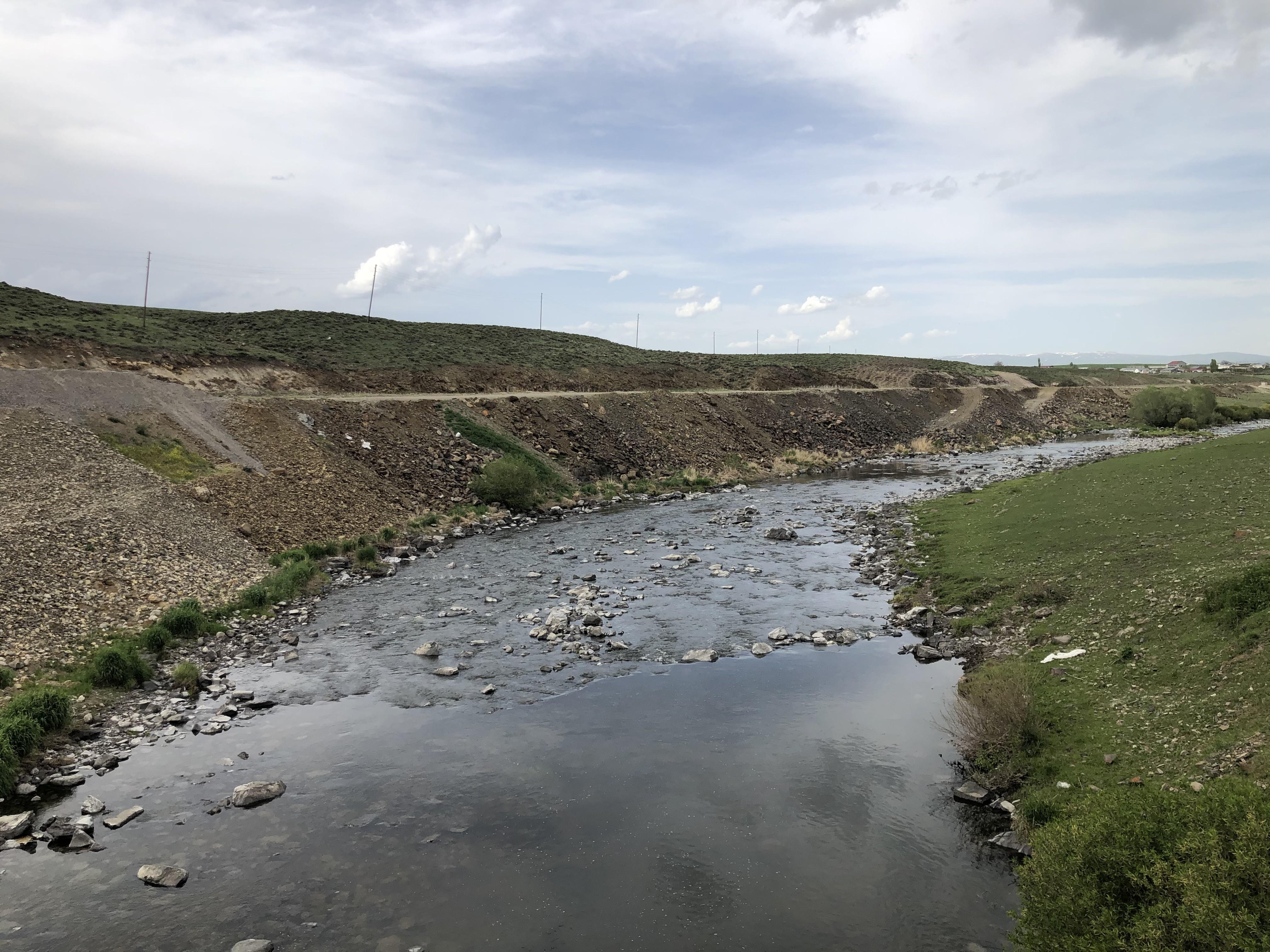 kars-baraji'ndan-baliklara-'can-suyu'-verildi-(3).jpg