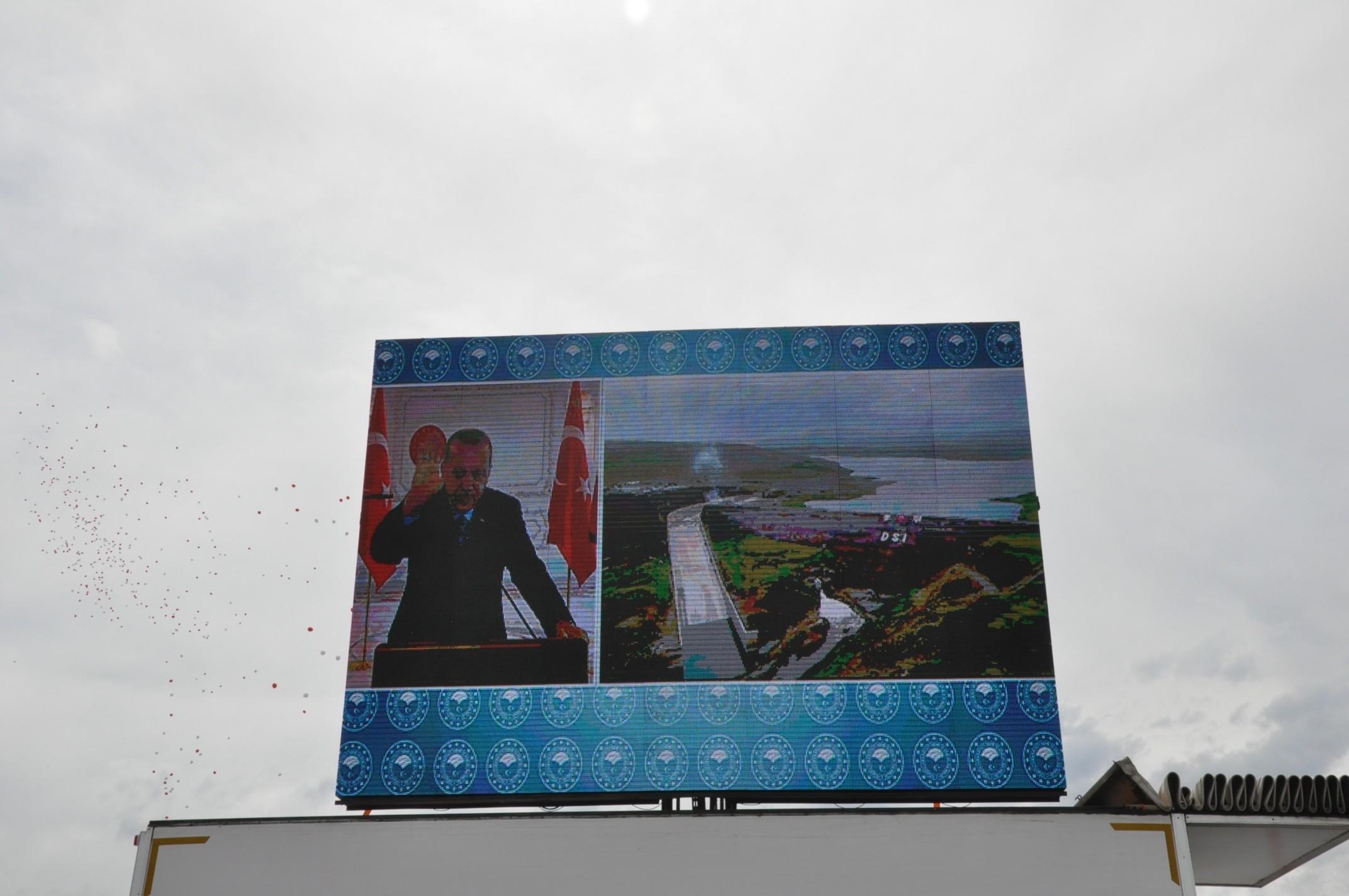 kars-baraji'nin-acilisini-cumhurbaskani-erdogan-video-konferansla-yapti-(4).jpg