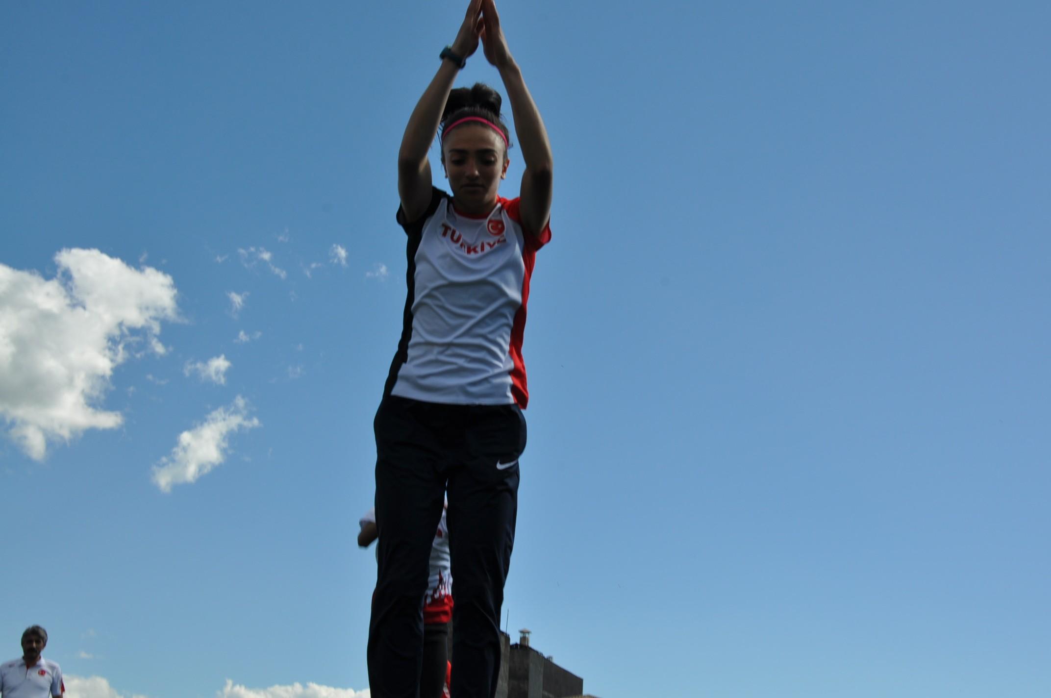 karsli-atlet-romanya'da-balkan-sampiyonu-oldu-(2).jpg