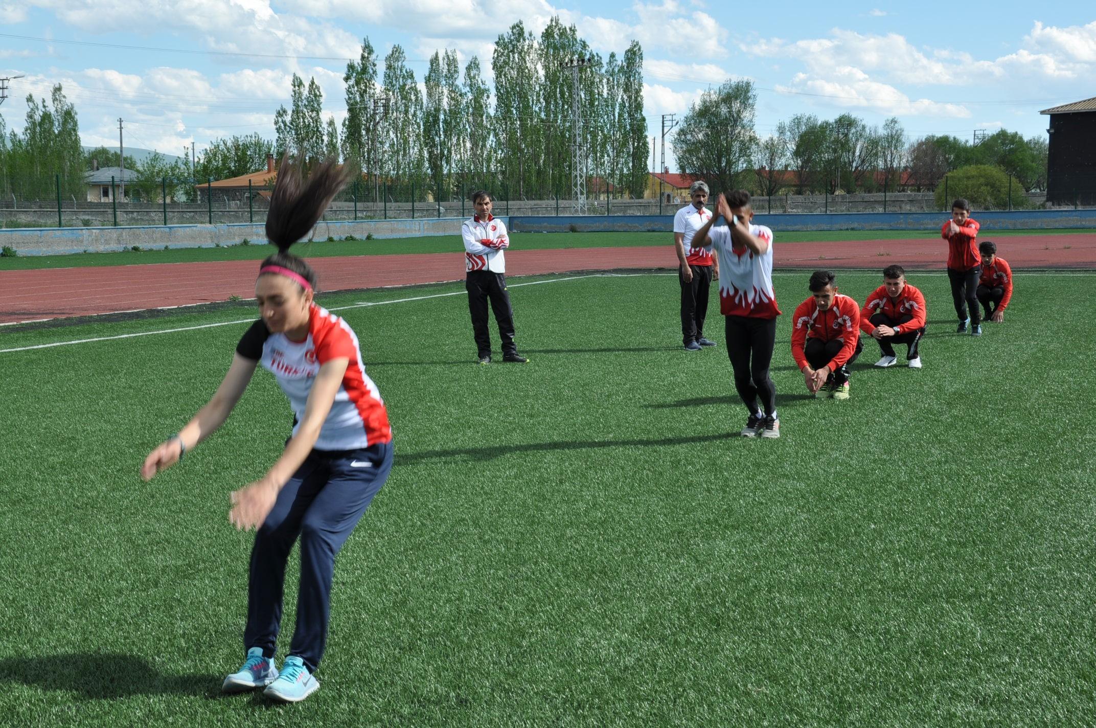 karsli-milli-atletler,-calismalarini-bayramda-da-surduruyor-(3).jpg