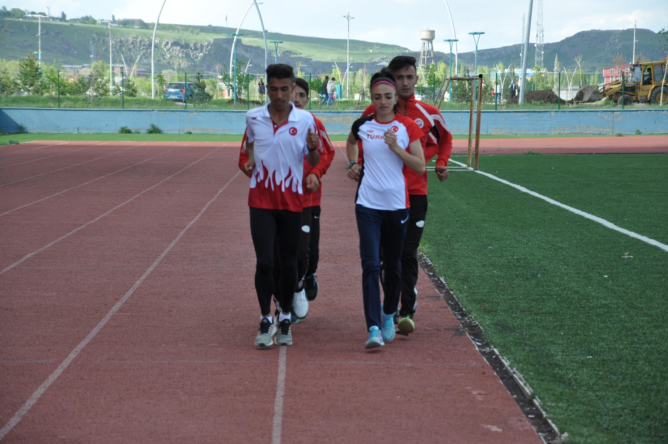 karsli-milli-atletler,-calismalarini-bayramda-da-surduruyor-(8)-001.jpg