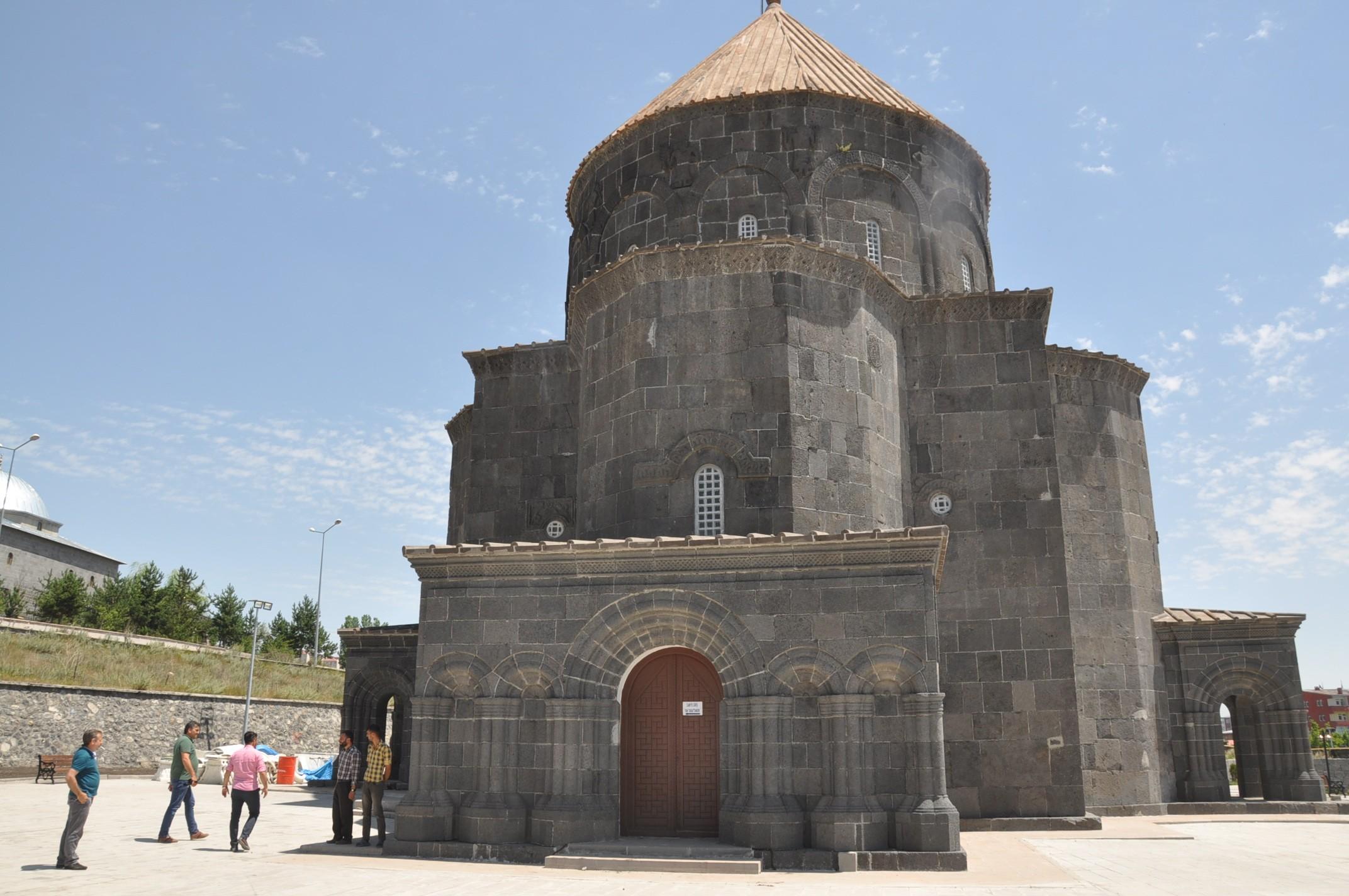 karsli-turizmciler-kumbet-camii'nin-muze-olmasini-istiyor-(2).jpg