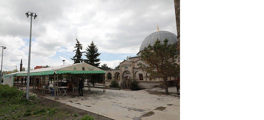 karsta-iftar-cadiri-kuruldu-(2).jpg