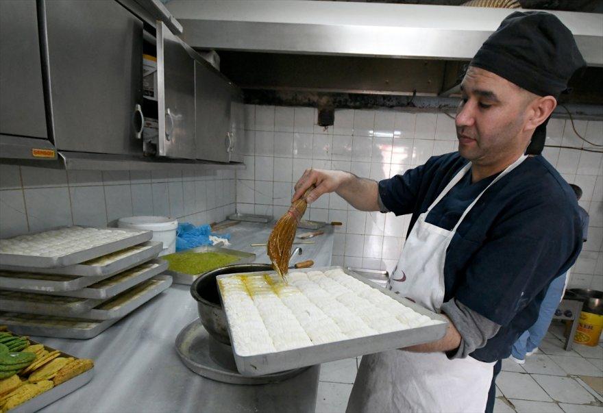 karsta-tatli-ve-firincilarin-yogun-ramazan-mesaisi-(5).jpg