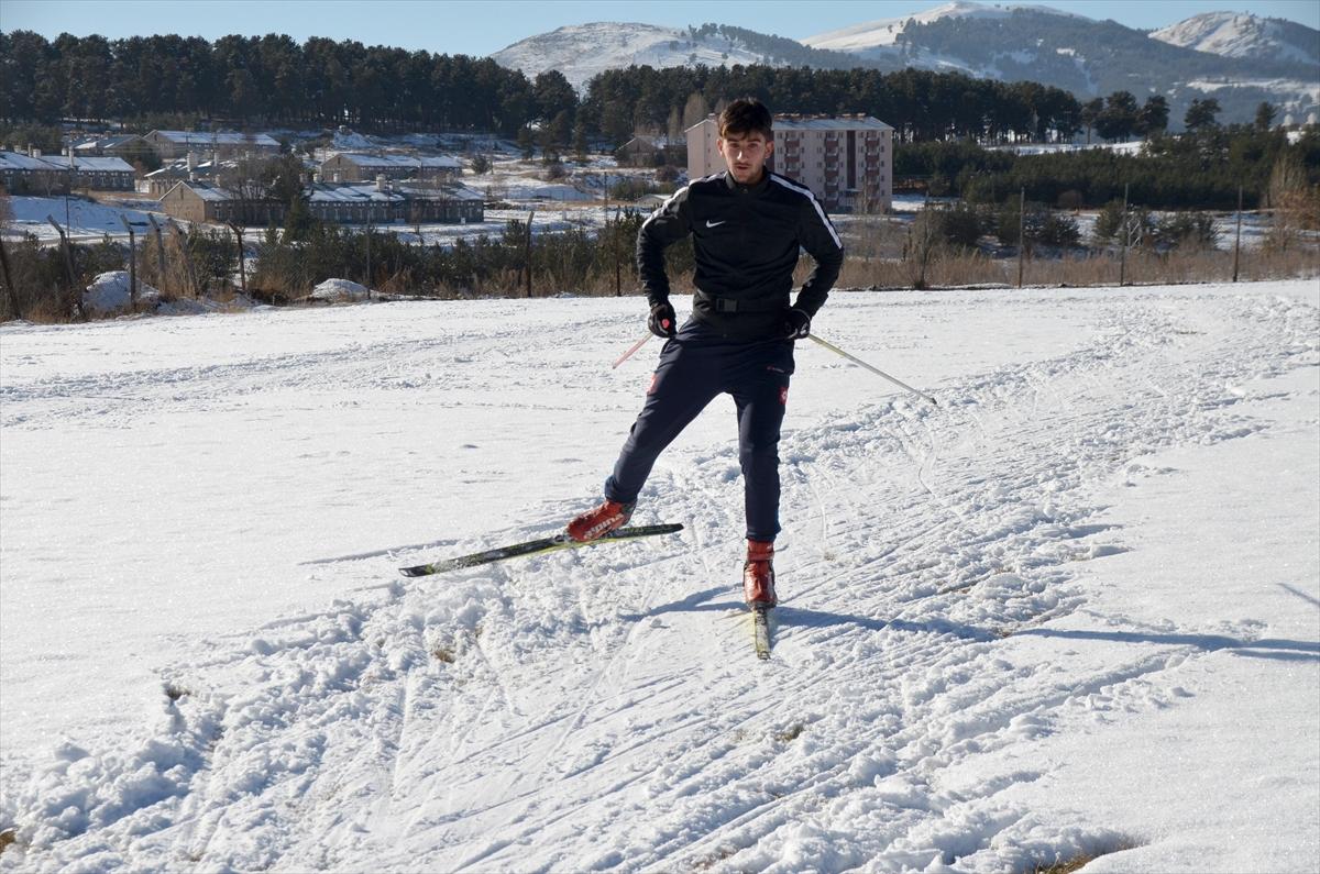 kayakli-kosucular-antrenman-icin-sahaya-indi-(6).jpg