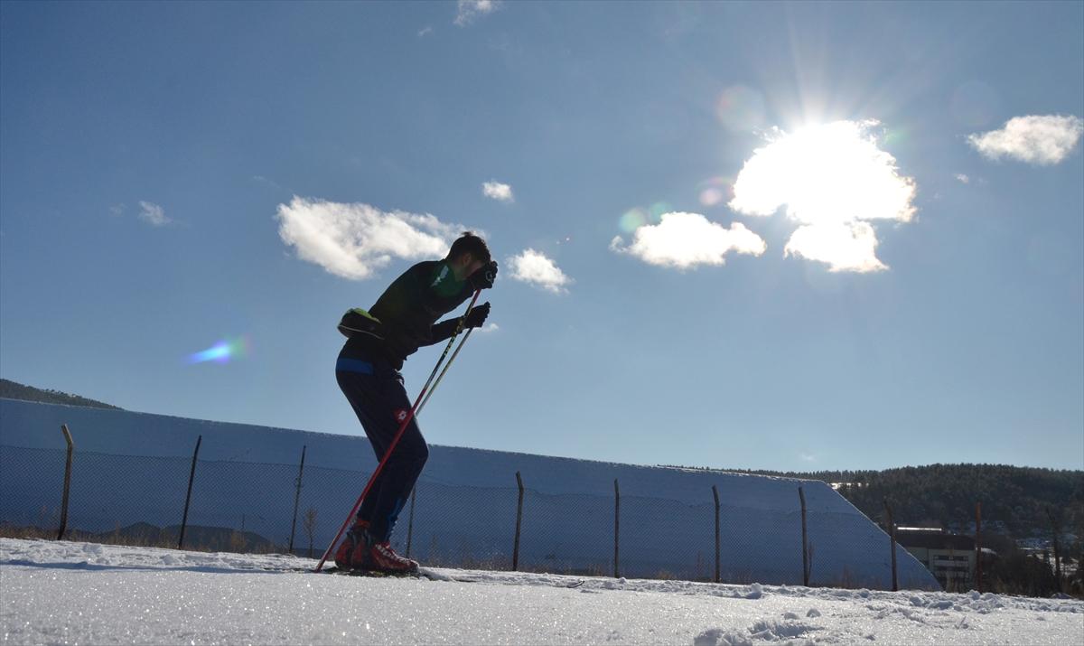 kayakli-kosucular-antrenman-icin-sahaya-indi-(7).jpg