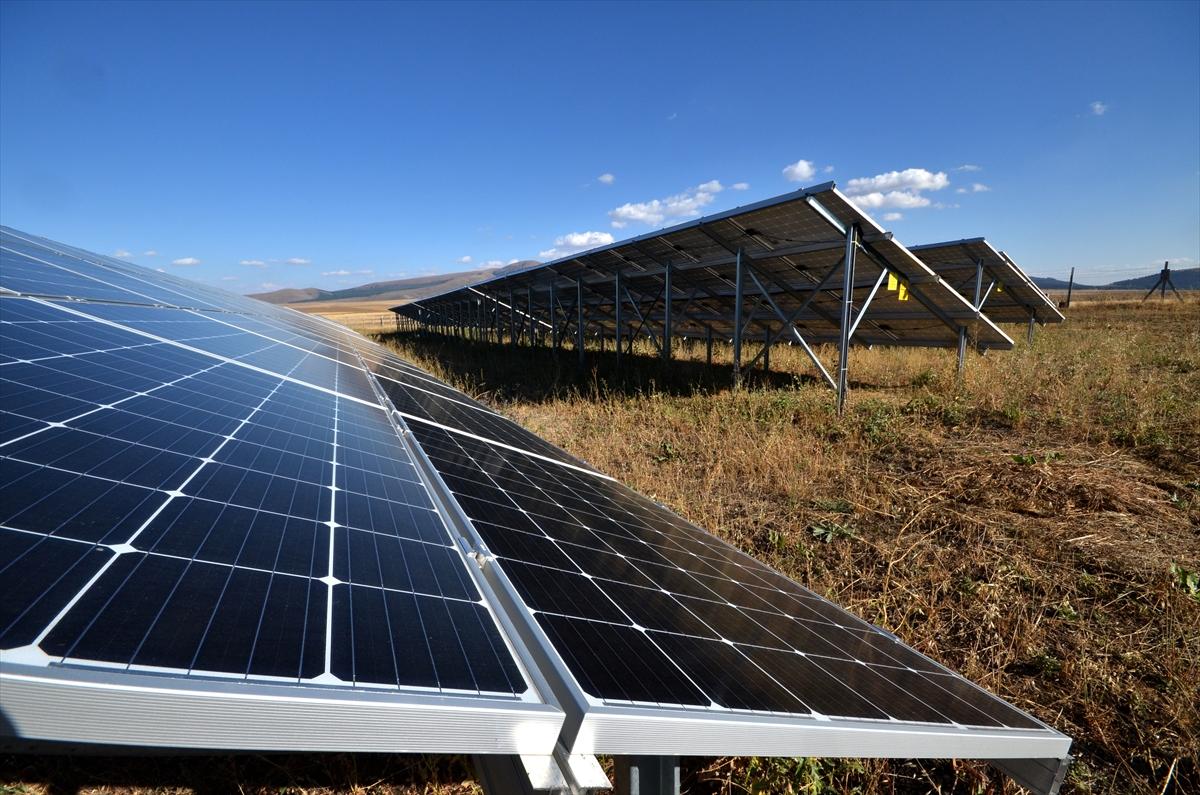 kis-kentinde-gunes-enerjisiyle-3-bin-hanenin-elektrik-ihtiyacini-karsiliyor-(1).jpg