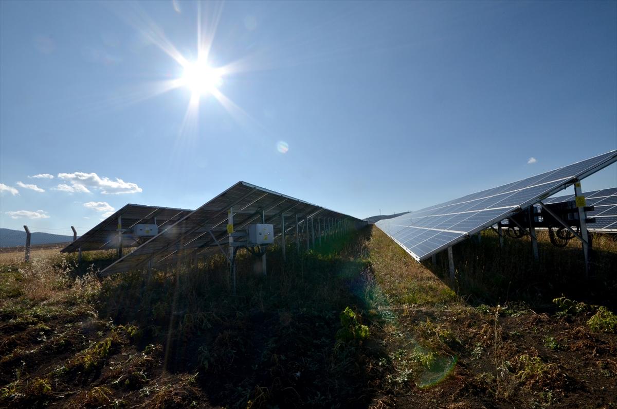 kis-kentinde-gunes-enerjisiyle-3-bin-hanenin-elektrik-ihtiyacini-karsiliyor-(4).jpg