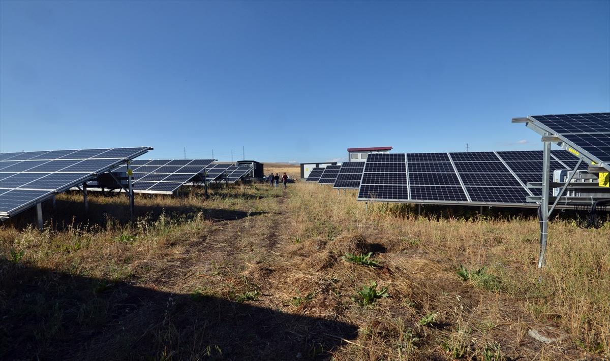 kis-kentinde-gunes-enerjisiyle-3-bin-hanenin-elektrik-ihtiyacini-karsiliyor-(5).jpg