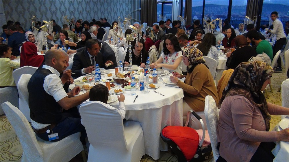 rahmi-dogan-sehit-gazi-ailelerine-iftar-(1).jpg