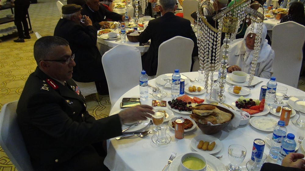 rahmi-dogan-sehit-gazi-ailelerine-iftar-(11).jpg