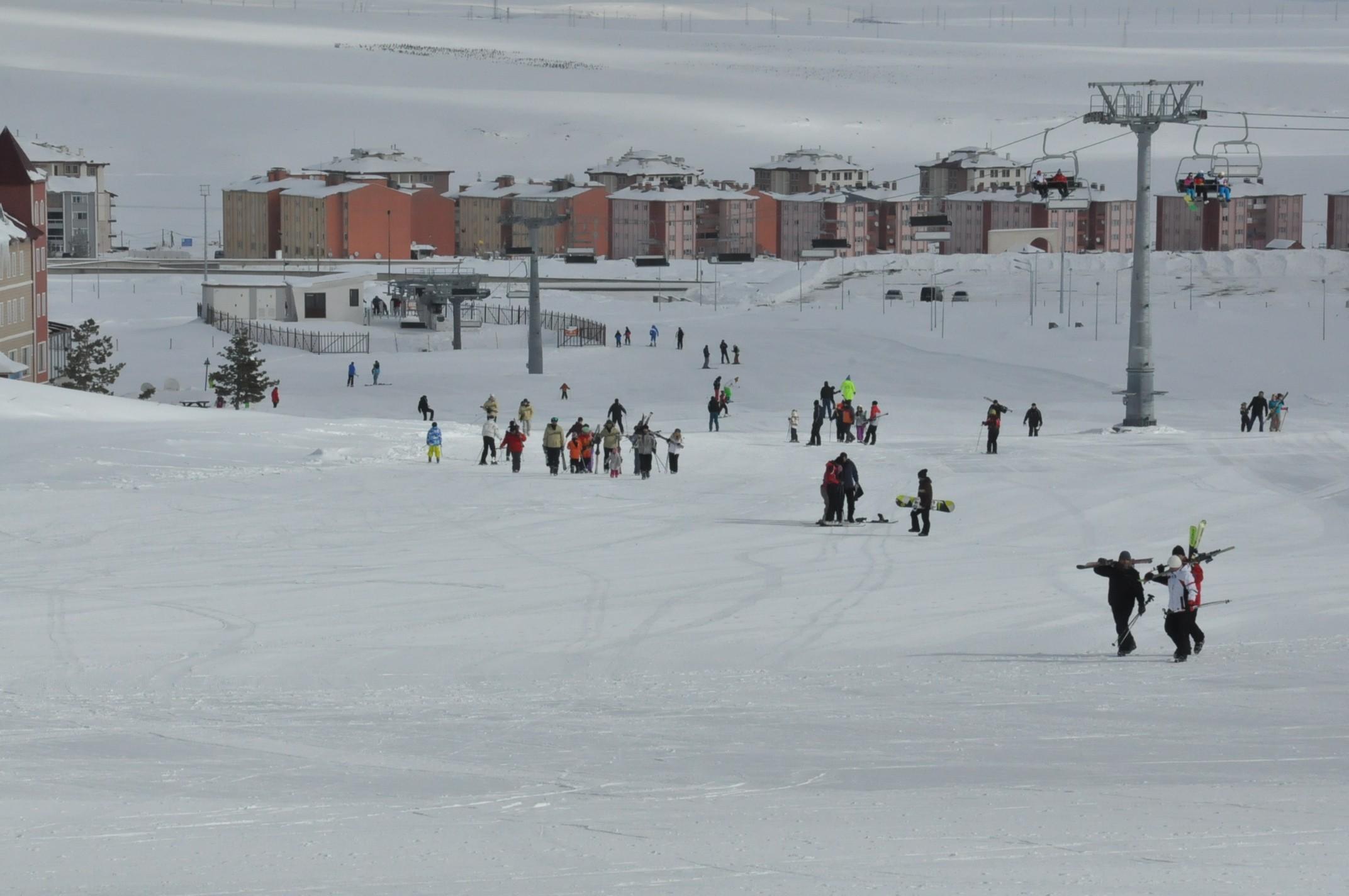 sarikamis-kayak-merkezi-aciliyor-(1).jpg