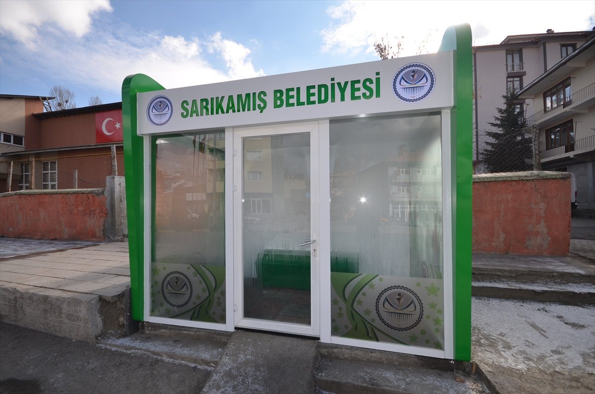 sarikamista-kapali-ve-isitmali-durak-hizmete-sunuldu-(5).jpg