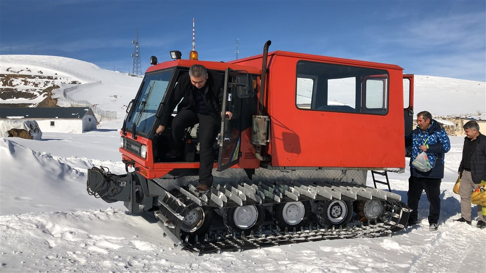 trt-kars-verici-istasyonunda-nobet-degisimi-(1).jpg