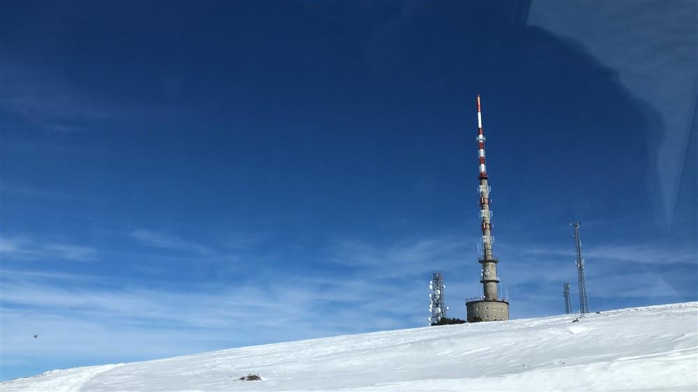 trt-kars-verici-istasyonunda-nobet-degisimi-(3).jpg