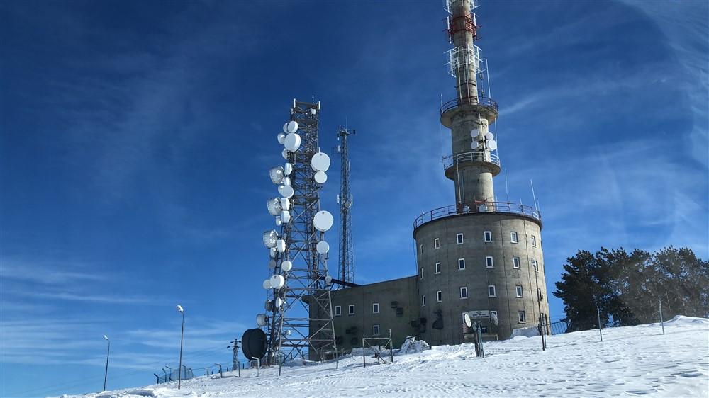 trt-kars-verici-istasyonunda-nobet-degisimi-(7).jpg