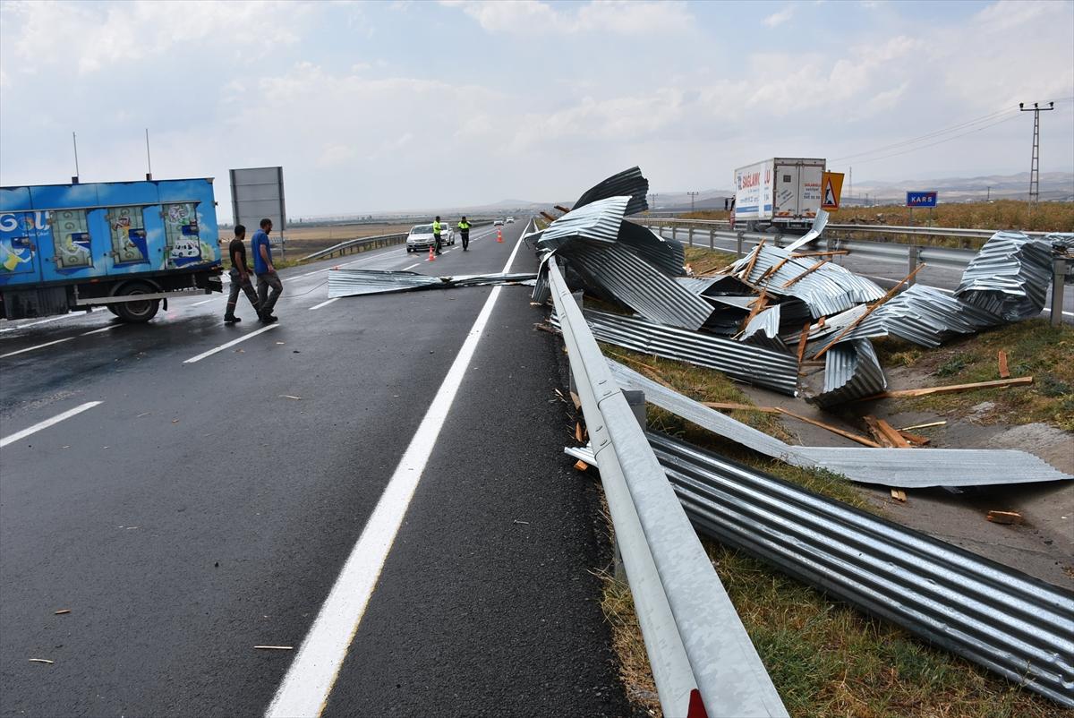 ucan-cati-kara-yolunda-trafigi-aksatti-(2).jpg